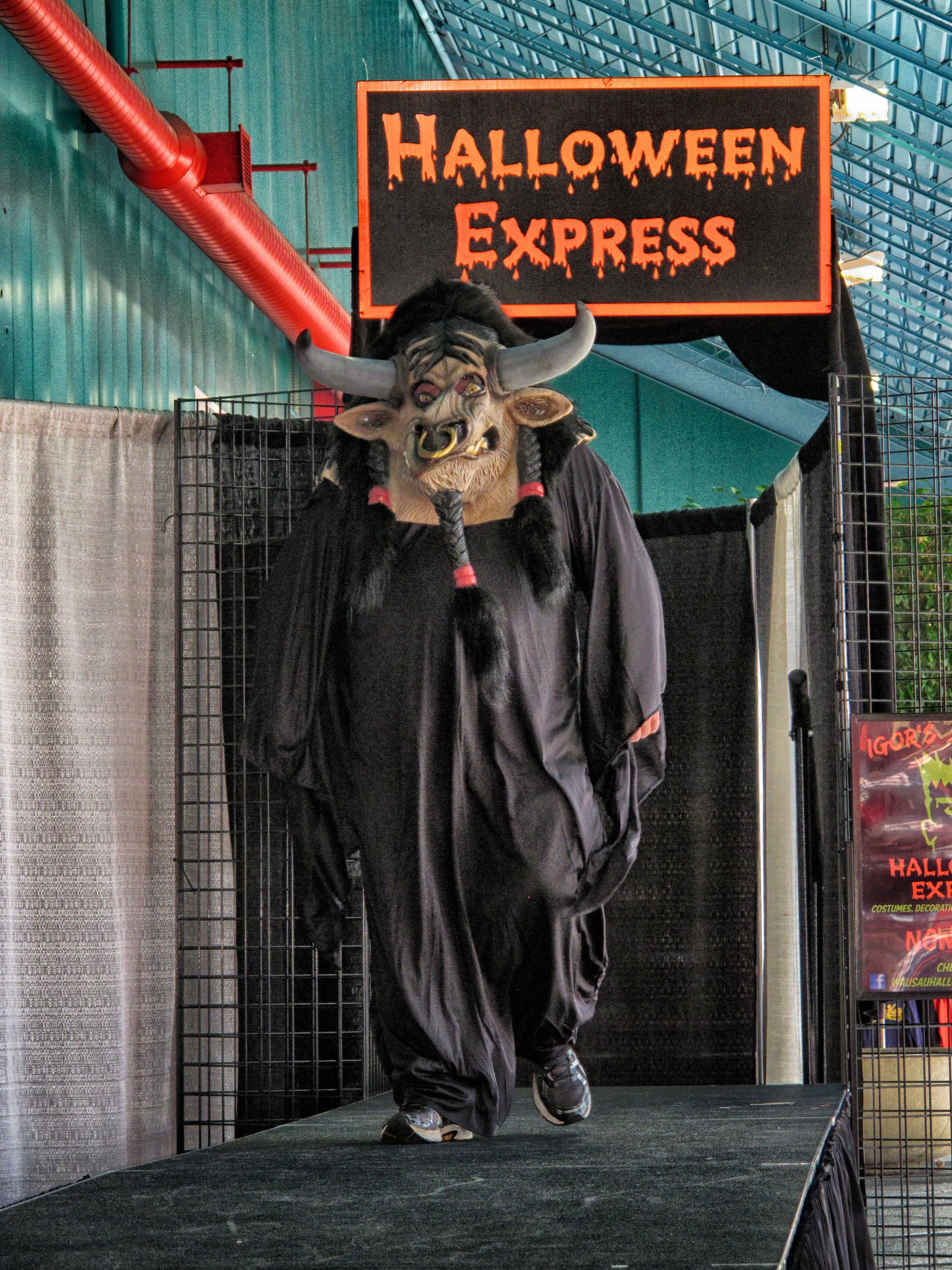 photo 5 of 10 igors halloween express fashion show 95 5 wifc
