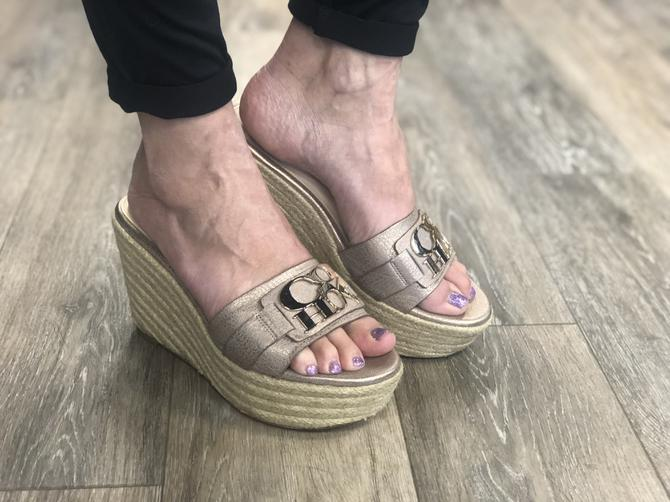 9c4b799e1 Clothes Mentor has the most stylish and comfortable shoes that are  guaranteed to make you feel awesome wherever your feet take you! Look at  the selection!
