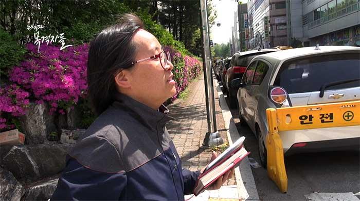 ▲ 현재 KT업무지원단에서 모뎀회수업무를 하고 있는 이영주 씨가 모뎀회수를 위해 고객의 집으로 향하고 있다.