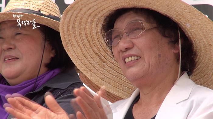 ▲ 2016년 6월 13일, 이한열 군의 모친 배은심 여사는 정부세종청사 앞 시위에 참여했다.