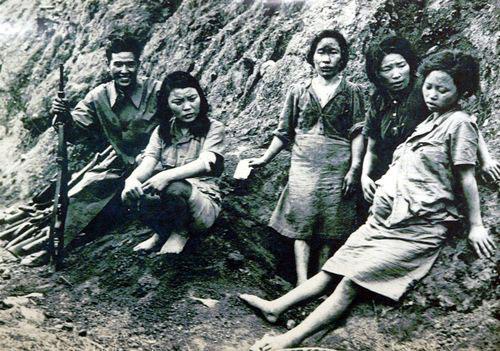 ▲ 故 박영심 할머니는 일제가 항복한 뒤 연합군에 포로로 붙잡혔다. 오른쪽 임신한 소녀가 박영심 할머니다.