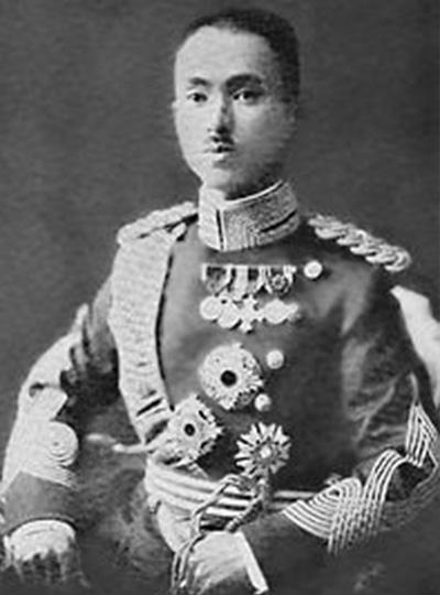 ▲ 朝香中將宮(아사카노미야 야스히코오) 일본 왕족 출신의 군인, 난징 대학살 당시 상해파견군사령부 사령관으로 있었다. 그는 일본 왕족인 탓에 전범재판을 피할 수 있었다.