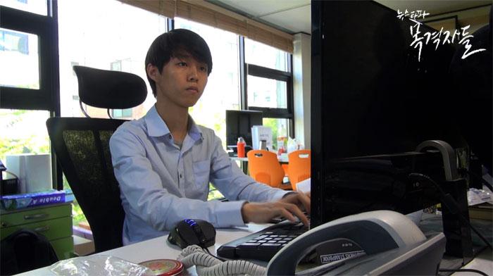 ▲ 2012년 고등학교를 자퇴하고 정부중앙청사와 광화문 일대에서 1인 시위를 했던 최훈민 씨. 현재는 IT업체의 대표로 재직 중이다.