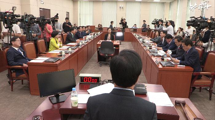 ▲ 23일 국회 본청에서 열린 정치개혁특별위원회. 여야는 이날 아무런 합의를 이루지 못했다.