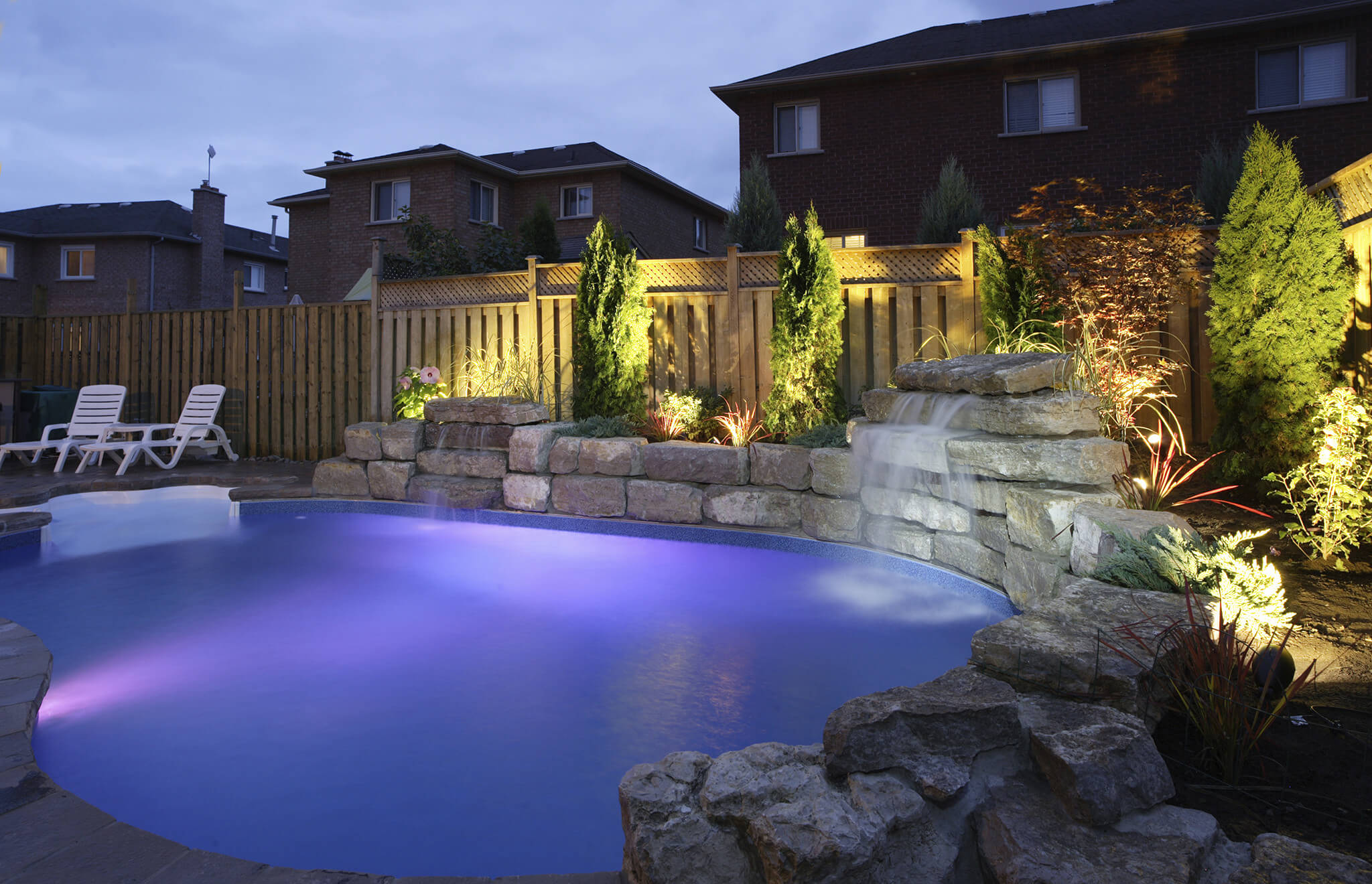 3 types of swimming pool lights to enhance your luxury - Luxury swimming pools ...