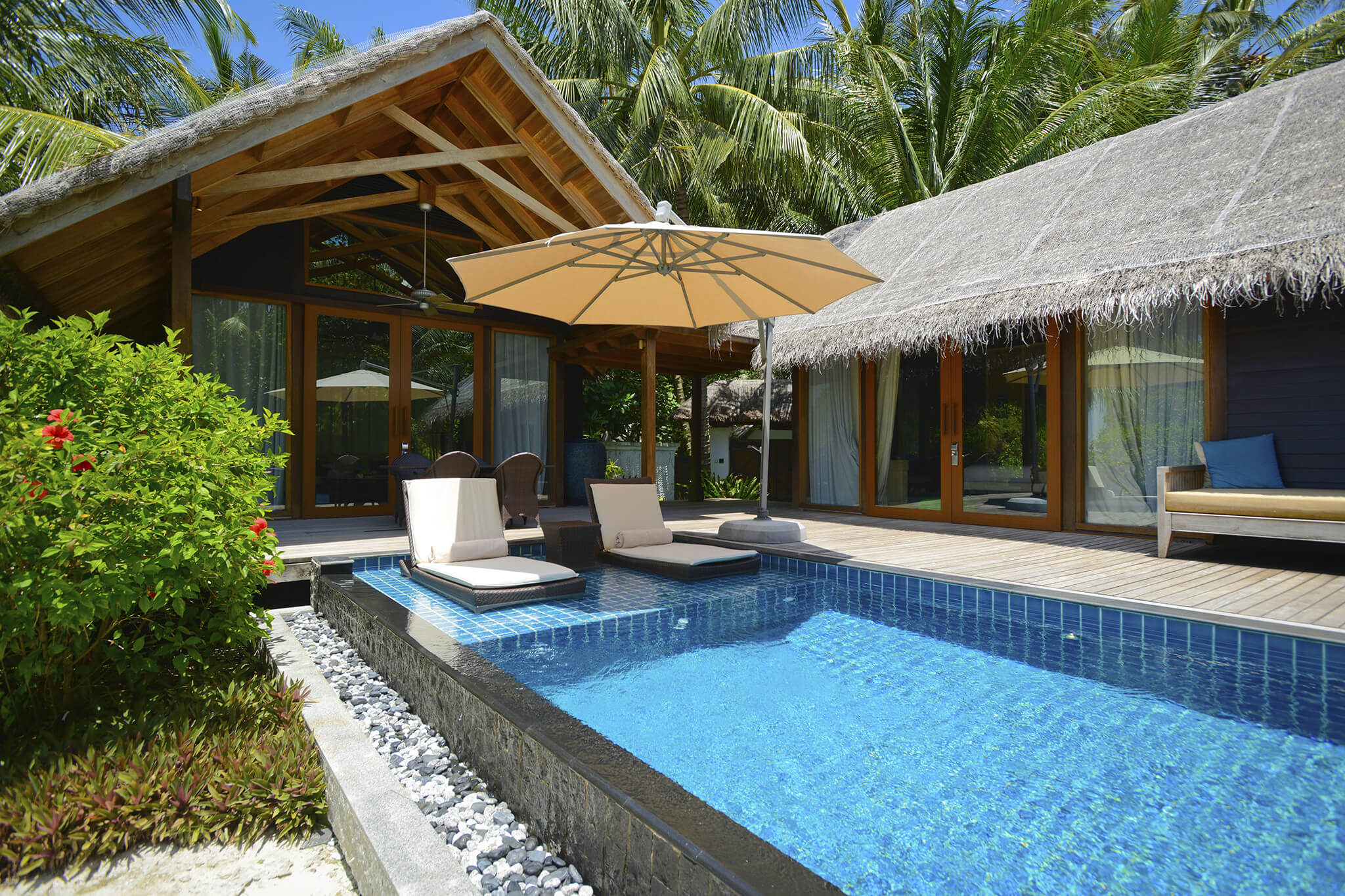 5 hot pool design trends for 2015 for Pool design villa