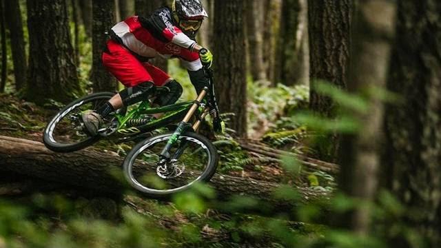 , Raw 100 – Bas Van Steenbergen – British Columbia