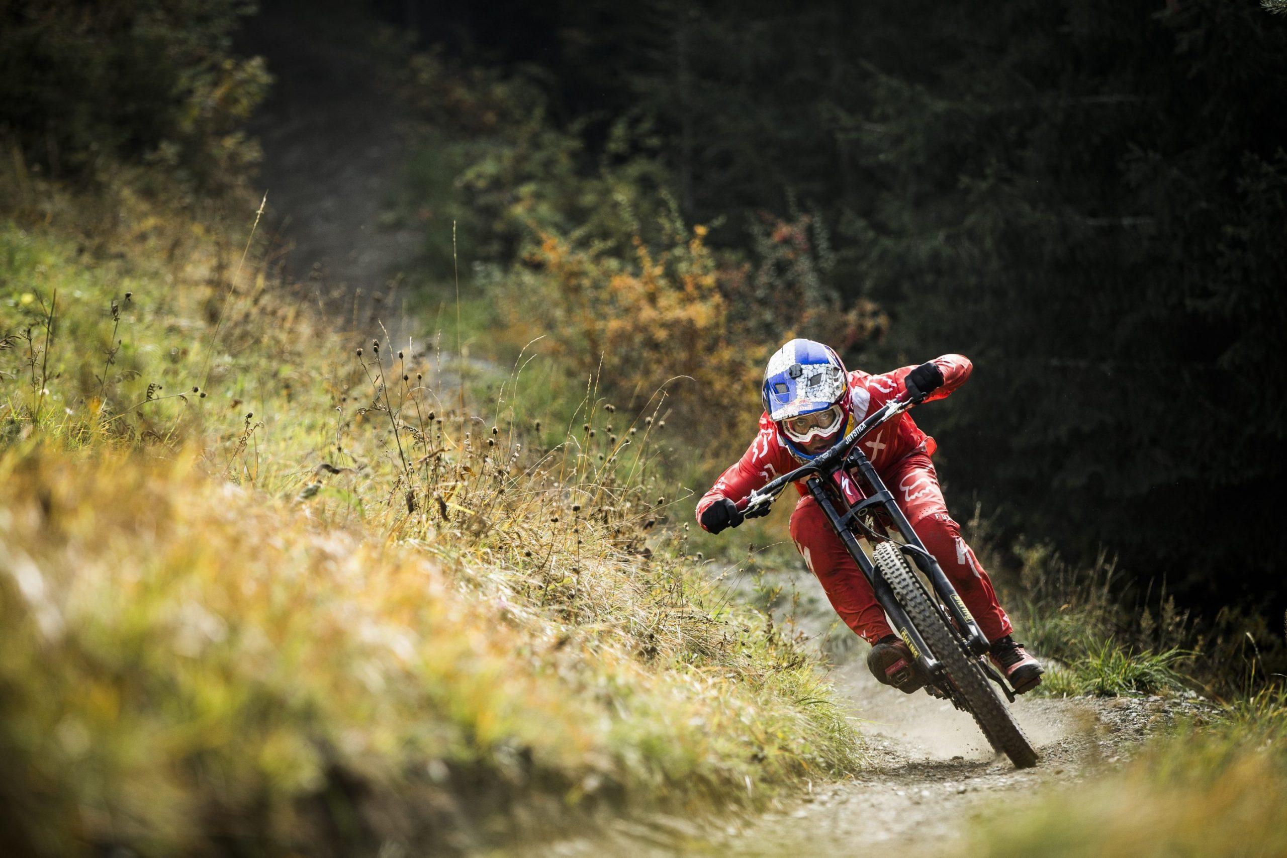 , World Cup 2019 – Finn Iles Maribor Specialized Bike Setup and Loris Vergier Helmet Camera