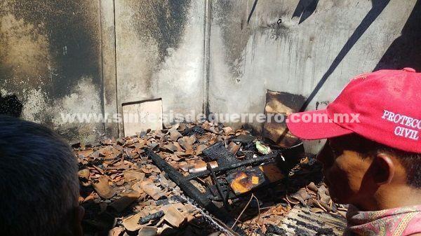 Mueren niña y bebé al incendiarse su casa; otro pequeño está grave