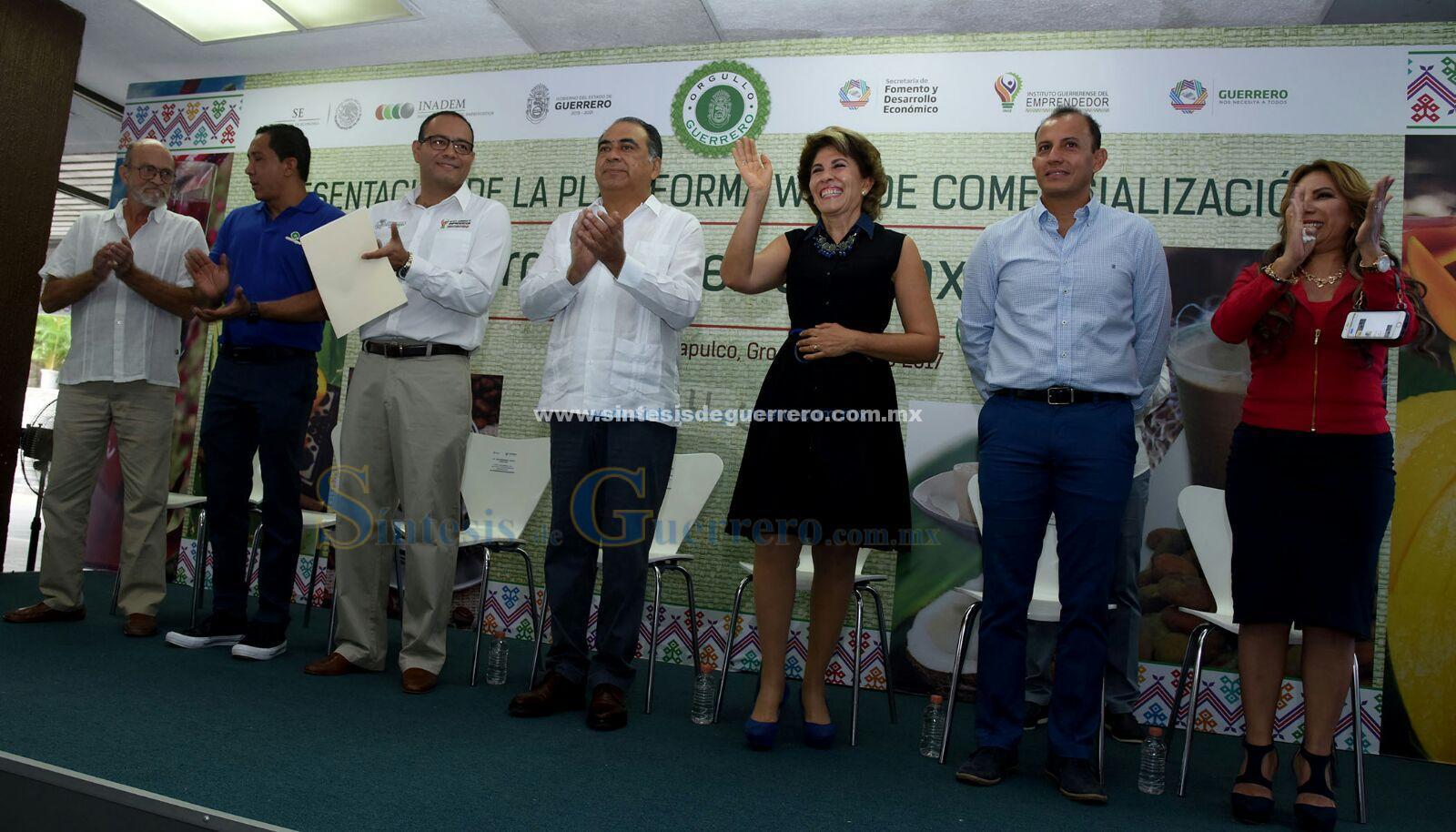 (Video) Ponen en marcha Héctor Astudillo y su esposa el sitio orgulloguerrero.mx
