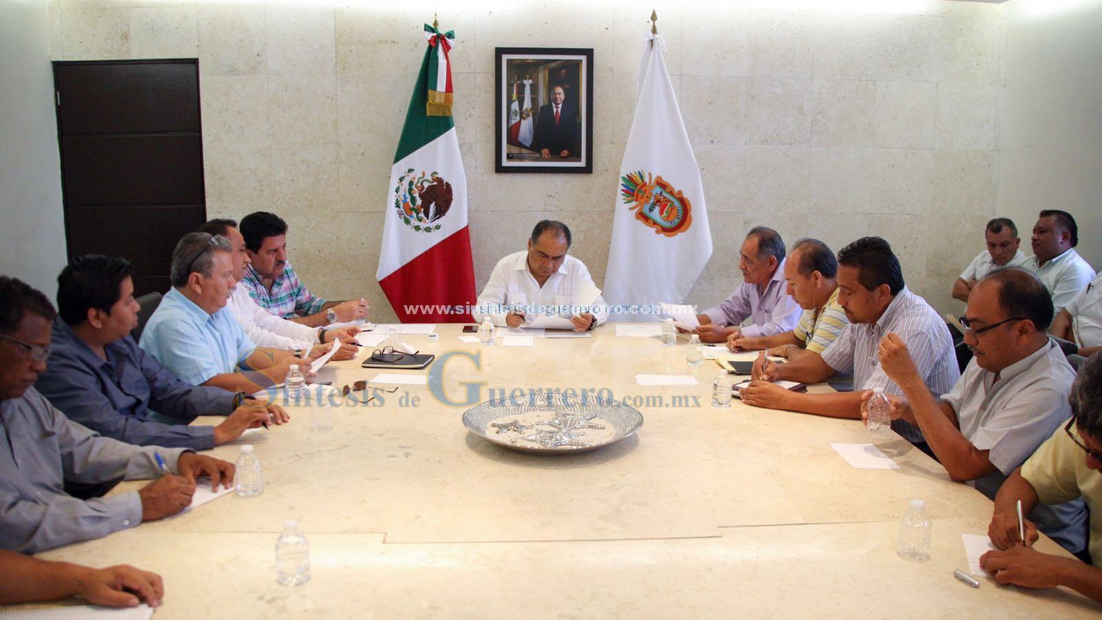 Se reúne gobernador con transportistas de Guerrero para revisar compromisos con este sector