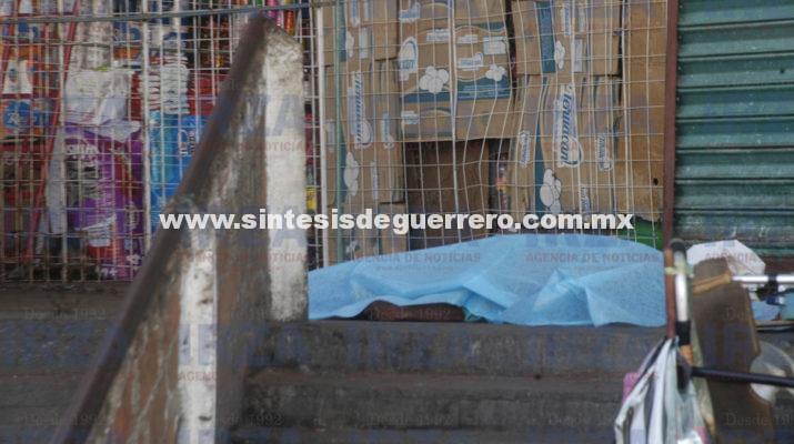 Muere indigente de aparente paro cardiaco en el Mercado de Acapulco