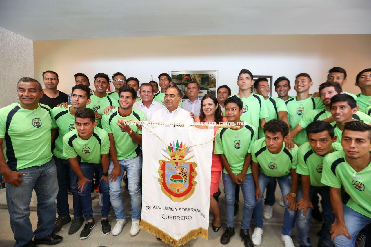 "Se reúne gobernador de Guerrero con equipo de fútbol profesional ""Cuatetes de Guerrero FC"""