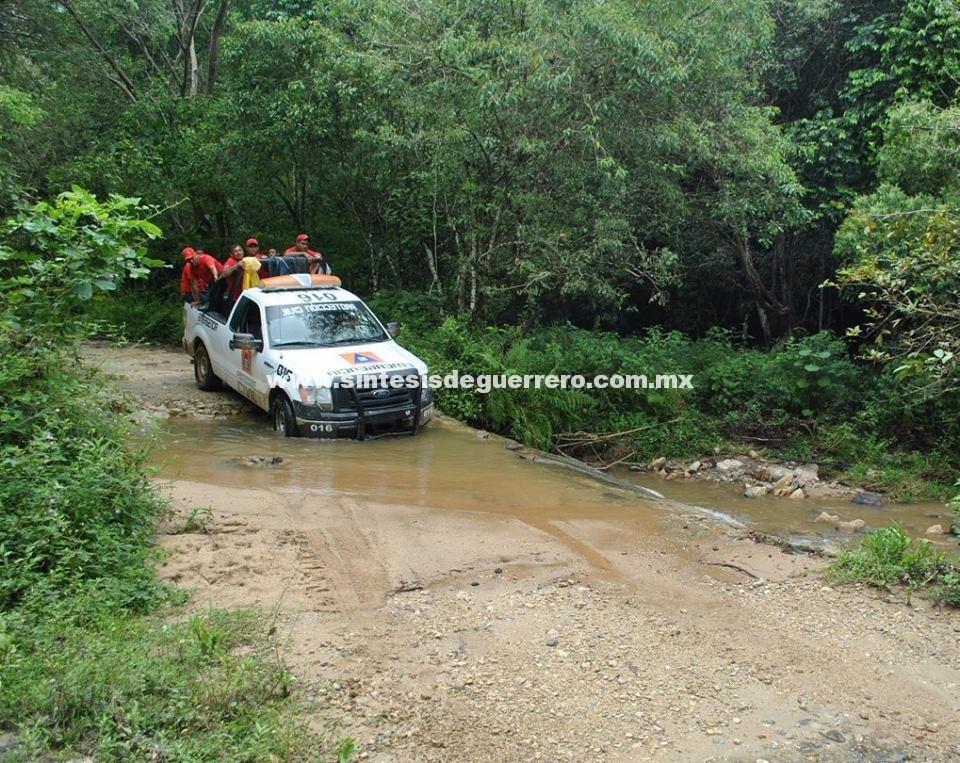 Tres comunidades incomunicadas por derrumbes en la sierra de Atoyac