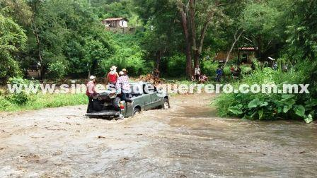 Lluvias cortan caminos en la sierra de Tecpan y Atoyac, en Guerrero