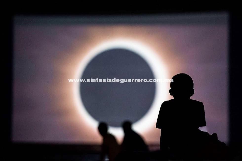Inclusive ceguera a quienes vean de forma directa el eclipse: IMSS