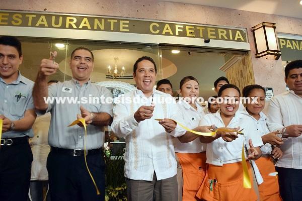 Estamos reactivando la Zona Tradicional afirma Evodio al inaugurar nuevo restaurante en el Zócalo