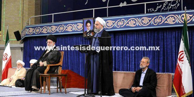 Presidente de Irán asume segundo mandato; lanza advertencia a EU