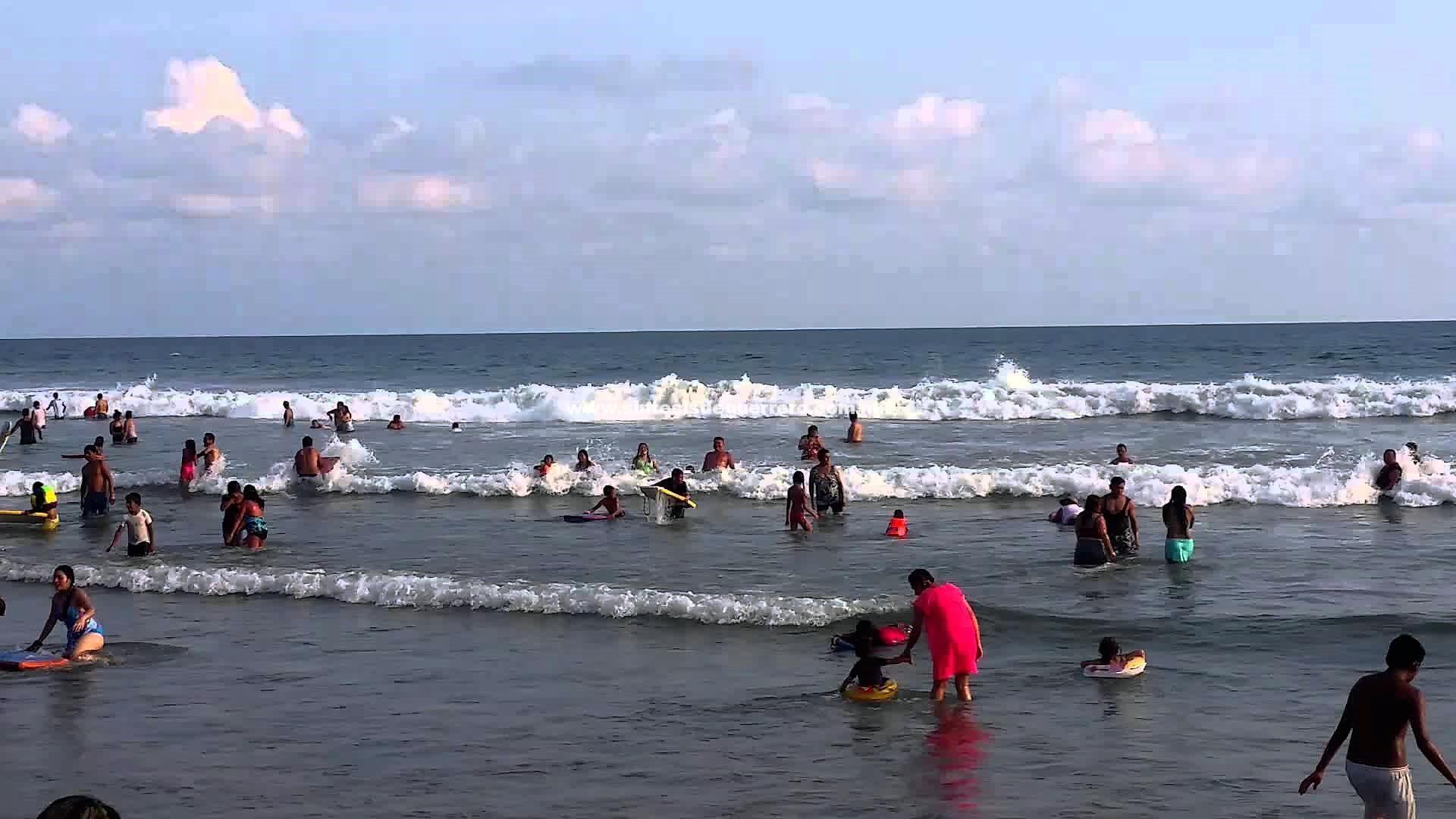 Rescatan cuerpo de turista en Playa Revolcadero
