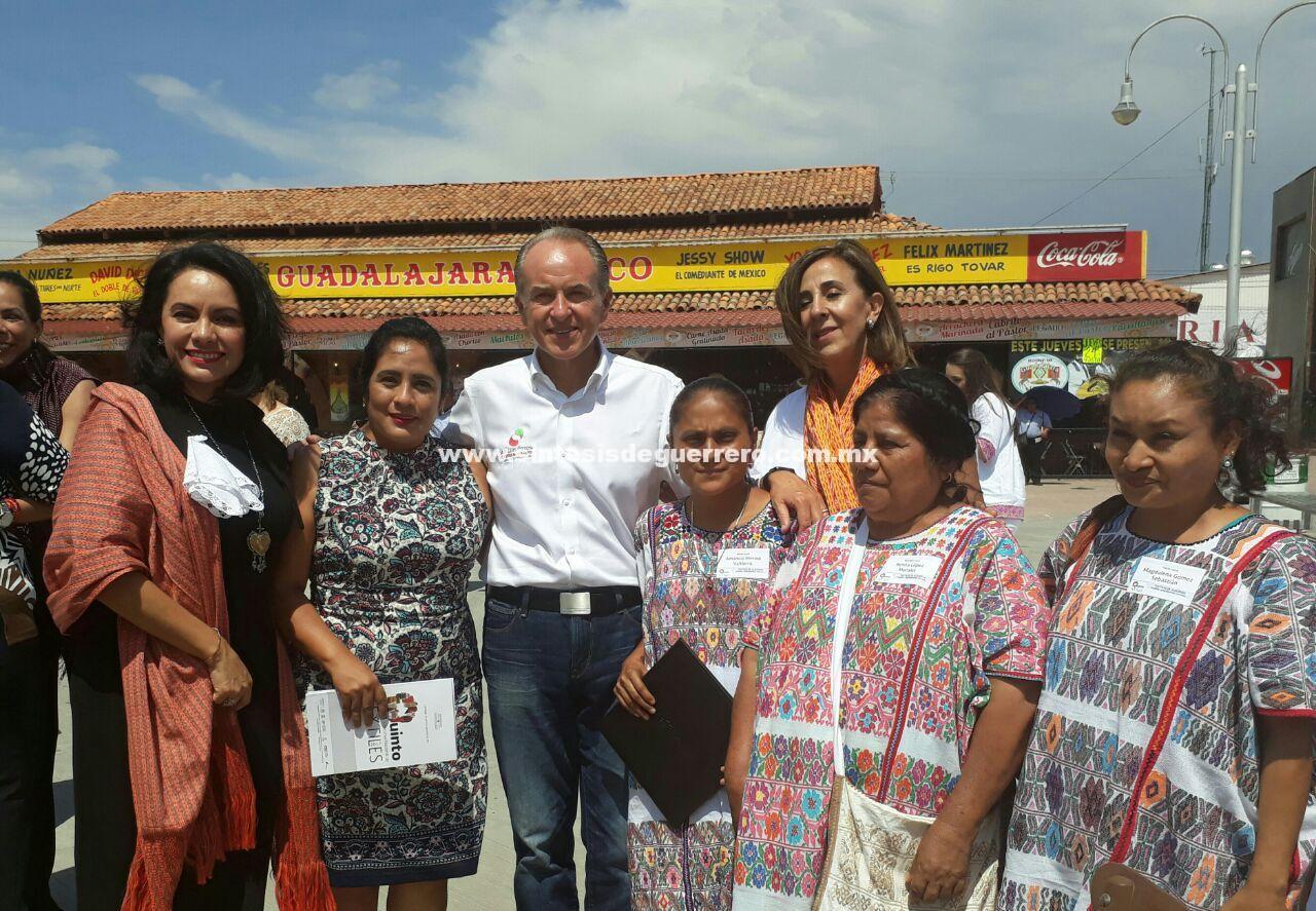 Artesanas de Xochistlahuaca ganadoras del congreso Nacional de textiles 2017