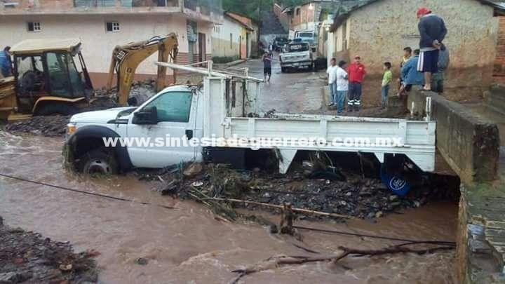 Tromba en Tlacotepec dejó fuertes daños
