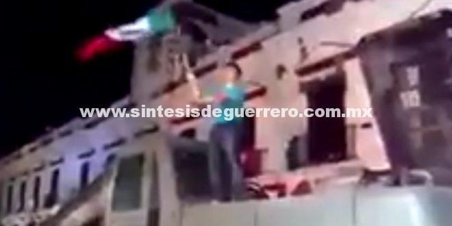 Juchitecos dan Grito frente a escombros del Palacio Municipal
