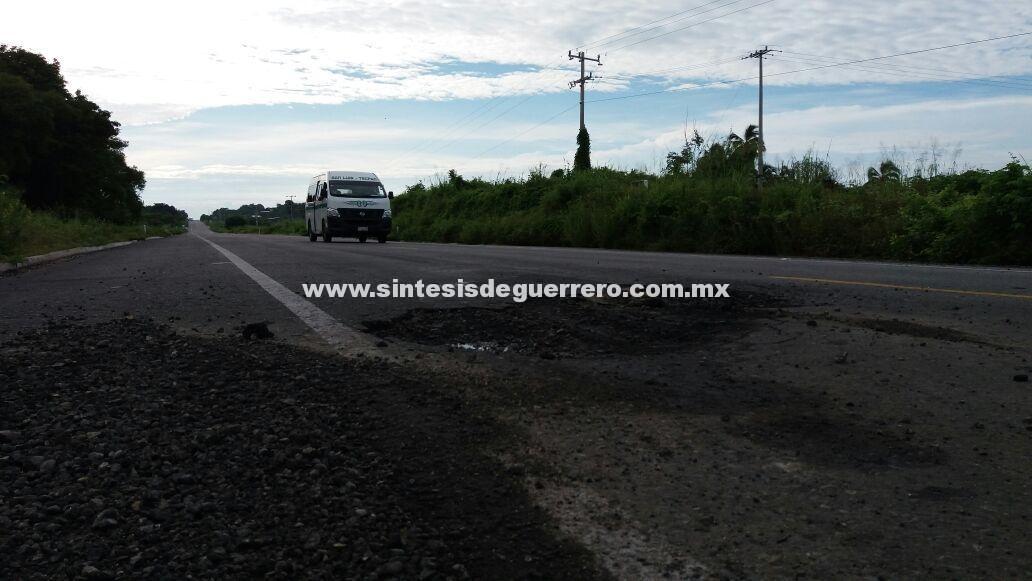 Trabajos de ampliación en la Acapulco-Zihuatanejo provocan accidentes, por falta de señalamientos