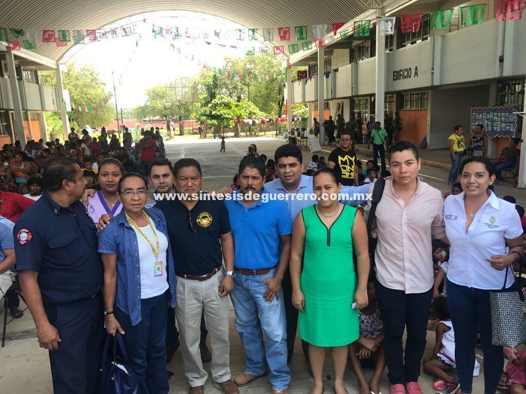 Brinda gobierno de Acapulco apoyo solidario a damnificados de Cruz Grande