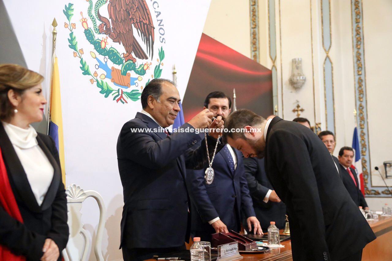 Encabeza gobernador de Guerrero la sesión pública y Solemne del 204 Aniversario de la Instalación del Primer Congreso de Anáhuac