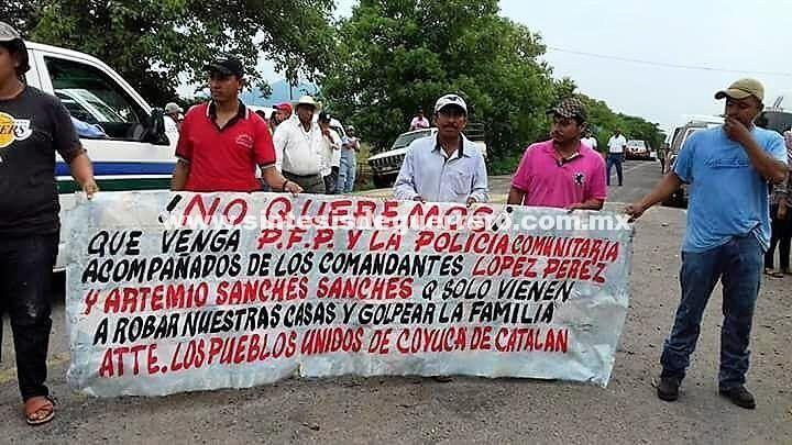 Sin importarles la tragedia nacional, bloquean la carretera federal Zihuatanejo-Coyuca de Catalán
