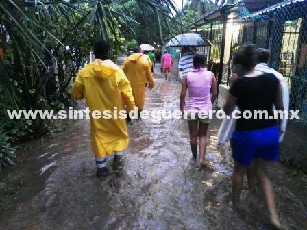 Evacúan a decenas de familias de San Marcos y Cruz Grande por las lluvias