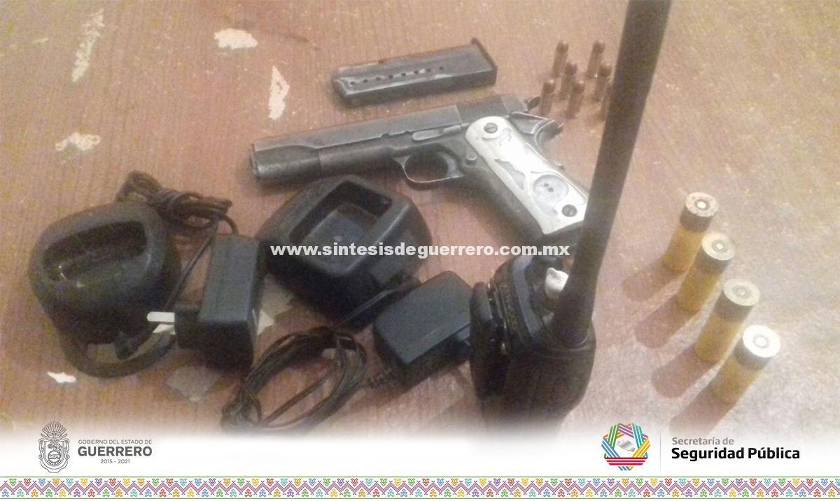 Policía Estatal y Ejército Mexicano aseguraron en Vallecitos de Zaragoza armamento y equipo de radiocomunicación