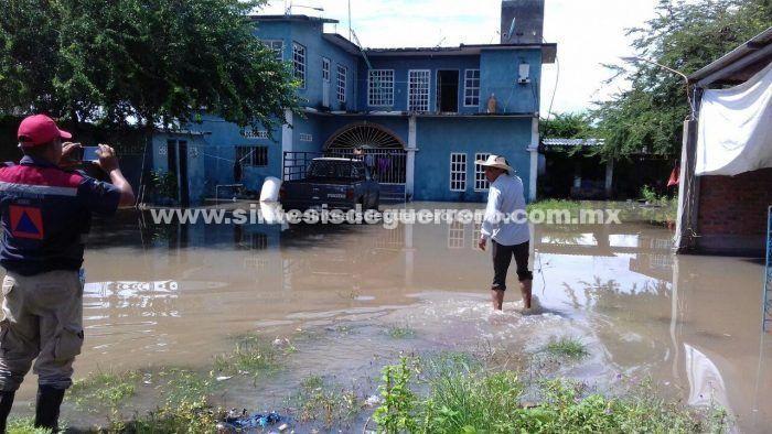 150 viviendas afectadas por desbordamiento de arroyos en Tierra Caliente