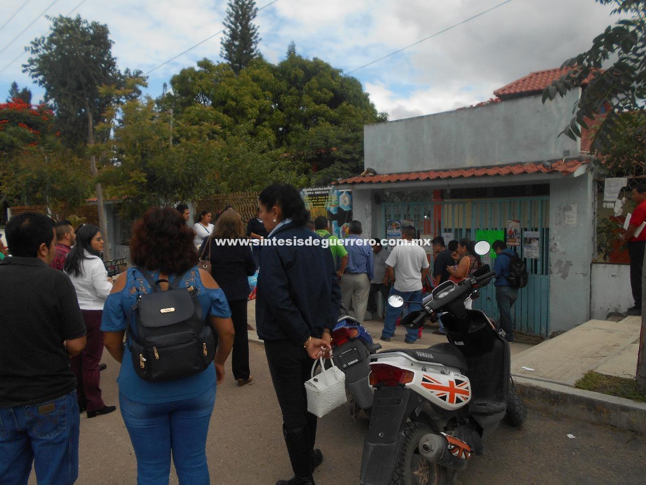 Toma CETEG la delegación de servicios educativos en Chilapa, Exigen el pago a 199 maestros
