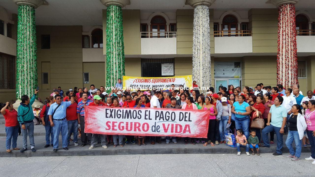 Trabajadores del Sindicato Independiente toman Palacio Municipal de Chilpancingo