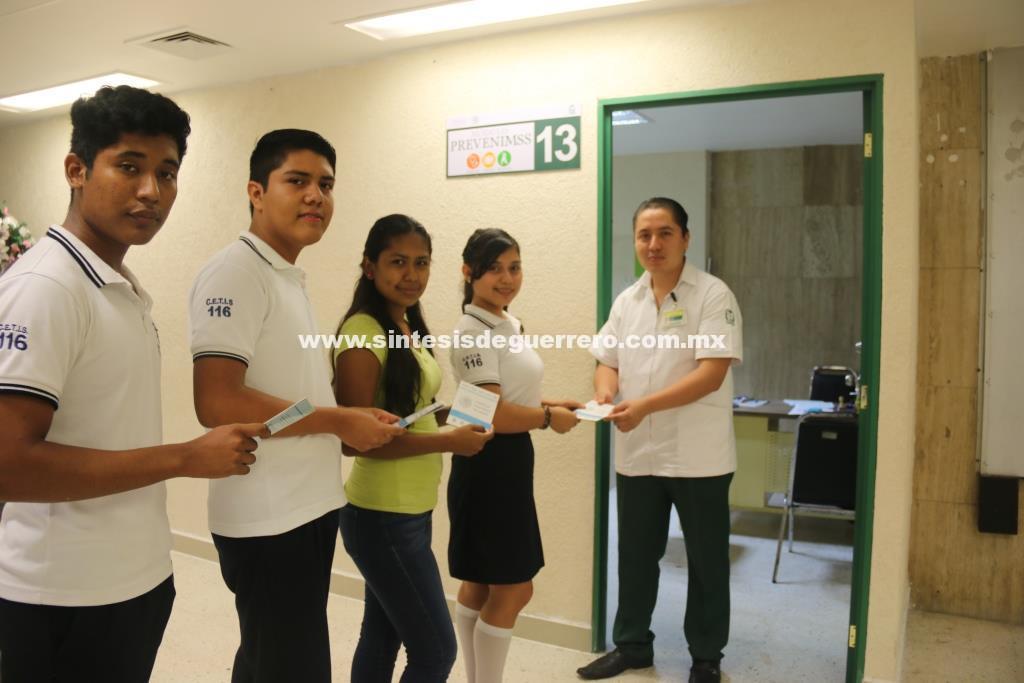 Invita IMSS a estudiantes a afiliarse para recibir atención médica