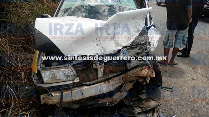 Nueve heridos en colisión entre dos taxis colectivos en Ometepec
