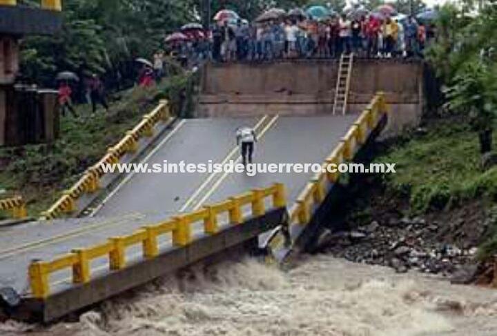 Se corta la carretera federal Acapulco Oaxaca por Max