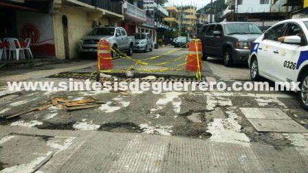 Evidencian obras incompletas en el Centro de Acapulco