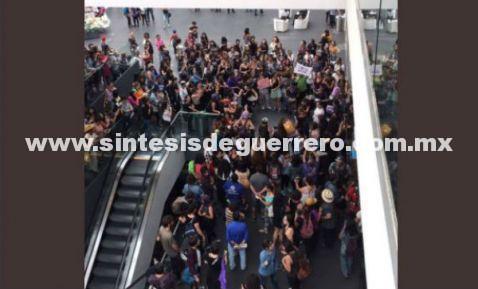 Mujer identifica a presunto violador en marcha por Mara; lo acorralan en Reforma 222