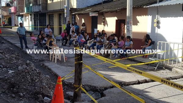 Socavón a un lado de Estancia Infantil, en el Centro de Chilpancingo; en riesgo 50 niños