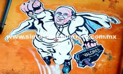 """""""SuperPapa"""" la nueva camiseta vaticana con fines caritativos"""