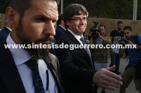 """Puigdemont pide """"calma"""" a horas de expirar ultimátum"""