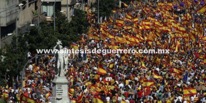 A una semana de referéndum; miles marchan en Barcelona contra independencia de Cataluña