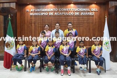 Desean éxito Evodio y Perla Edith a niños futbolistas