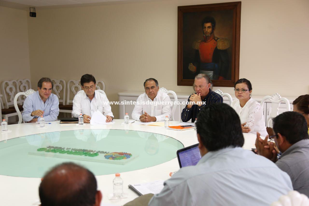 Astudillo Flores se reunió con personal docente de la escuela Normal Rural de Ayotzinapa