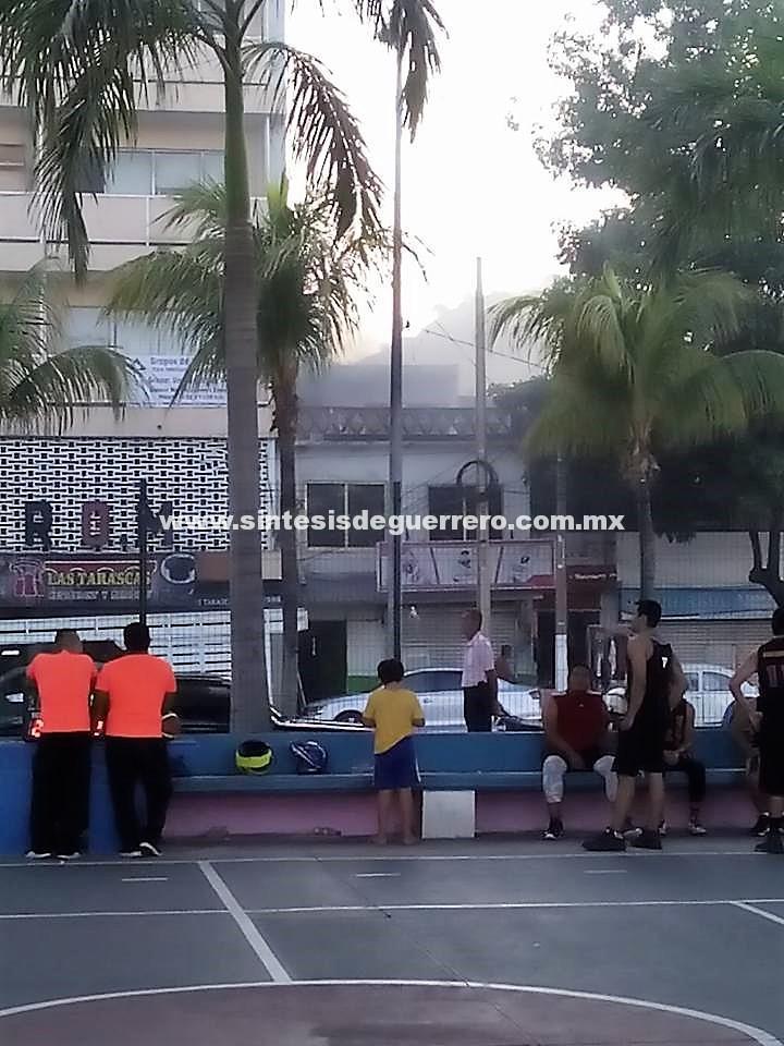 Reportan incendio al 911; la telefonista no sabía dónde es el Barrio de la Playa en Acapulco