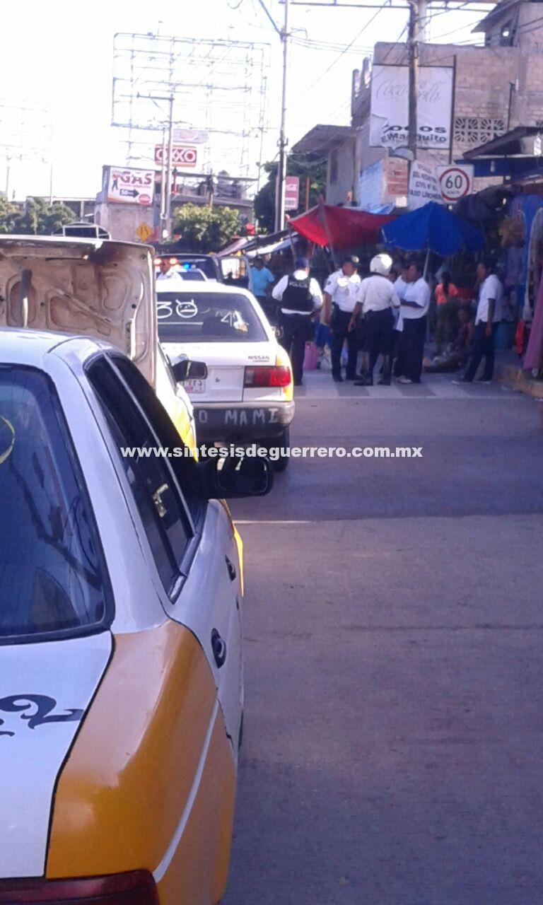 Retiran policías viales sitio de taxis en La Vacacional