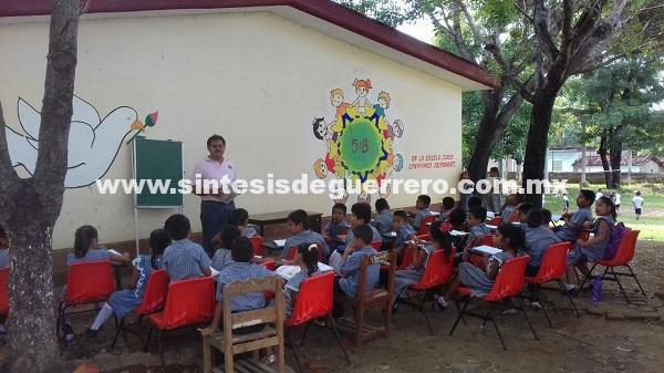 400 alumnos en riesgo, en escuela de San Luis Acatlán