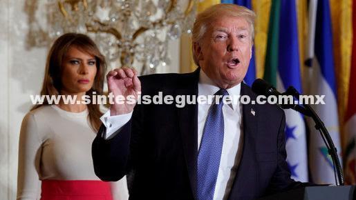 """(Video) Trump protagoniza un nuevo desaguisado al bromear sobre """"Puetto Rico"""""""